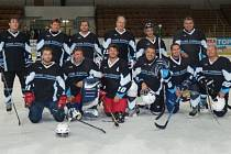 ŠUMAVSKÁ LIGA AMATÉRSKÉHO HOKEJE skončila. Vítězem se stal tým HC Vizi Auto, který nasbíral 28 bodů. Hokejisté HC Poběžovice (na snímku) nakonec skončili na třetím místě.