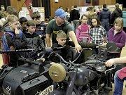 Výstava v Lidovém domě ve Staňkově představuje vojenskou výzbroj a výstroj od Rakouska-Uherska do Druhé světové války.