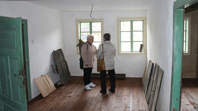 Z prohlídky v kdyňském Domu v kožichu.