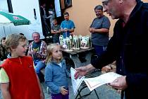 CENY PRO VÍTĚZKU GurGulu Janu Vondrašovou z Tlumačova, která jela uložit ke spaní dvouletého potomka, museli převzít jeho starší sourozenci.