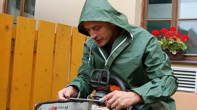 Jedním z výtvarníků, kteří pracovali na letošním sochařském sympoziu Tusta Lignea byl Zdeněk Tománek