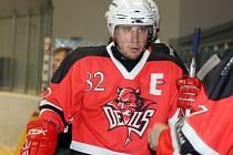 KAPITÁN AHC DEVILS DOMAŽLICE David Bor mohl být s výkonem mužstva v utkání s HC Pirates spokojen.