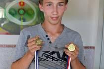 DOMAŽLICKÝ ATLET JAN TAUER s medailemi z Mistrovství Plzeňského a Karlovarského kraje ve víceboji dorostu a z Mistrovství ČR ve štafetě na 4 x 100 m.