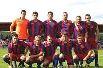 Společný snímek fotbalistů divizního Slavoje Koloveč v sezoně 2011/2012.