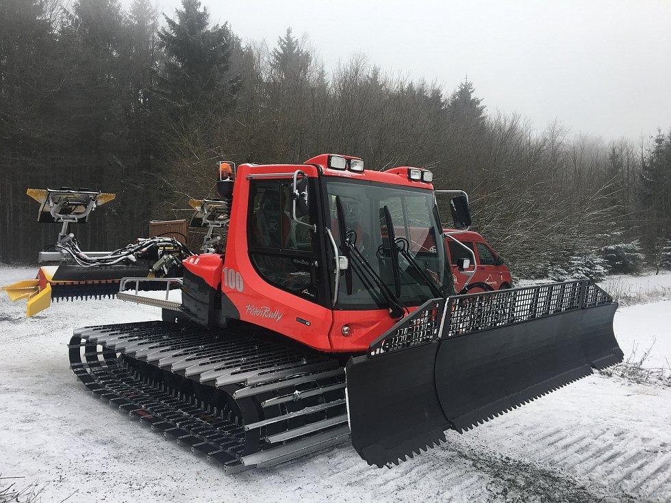 Běžecké stopy v okolí Čerchova a Capartic bude upravovat nová sněžná rolba Snowrabitt. Z rozhodnutí zastupitelů ji pořídilo město Domažlice.