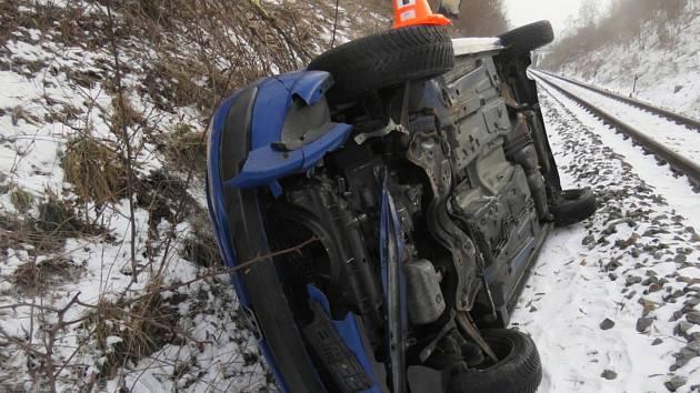 Nehodu u Hluboké se obešla bez zranění.