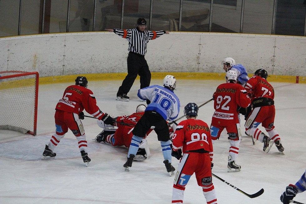 V domažlickém a tachovském regionu nejraději sledujeme podle ankety Deníku lední hokej (na snímku vzájemné utkání HC Domažlice a HC Tachov).