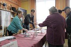 Volby ve zbrojnici v Horšovském Týně.