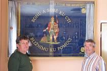 K hasičskému praporu přibude o nastávajícím víkendu, kdy lhotský sbor oslaví už 110. výročí svého založení, stuha od obecního úřadu.