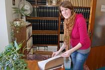 Lucie Palusková čerpala v domažlické knihovně informace pro svoji bakalářskou práci.