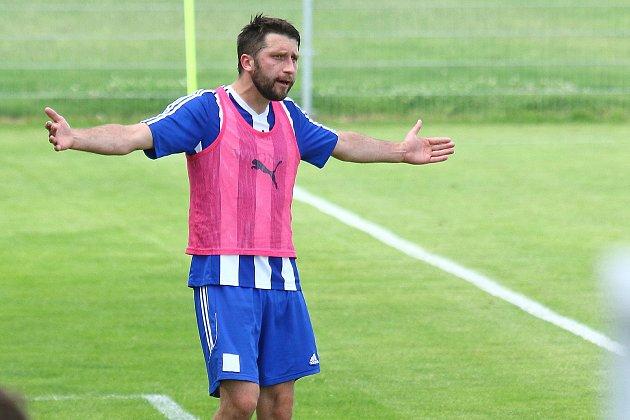Fotbalisté TJ Jiskra Domažlice B (na archivních snímcích hráči vmodrobílých dresech) vybojovali na půdě silných Černic dva body.
