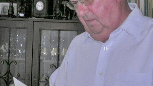 Antonín Kratochvíl vyprávěl své vnučce příběh své rodiny.