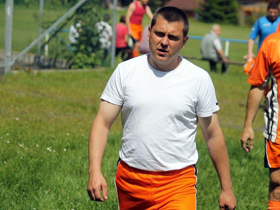 Z utkání fotbalistů Hraničáře Česká Kubice se Sokolem Srby. Martin Šindelář dorazil rovnou z hasičských závodů.