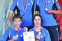 VÍTĚZNÁ ŠTAFETA AC Domažlice, zleva dole Jan Tauer, Jakub Fišer, nahoře Ondřej Brožík a Jakub Ledvina.