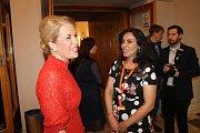 Ze zahájení festivalu. Ředitelka festivalu Judita Soukupová s íránskou režisérkou Zohal Razavi.