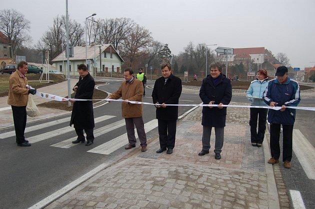 Otevírání okružní křižovatky v Horšovském Týně.