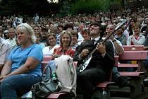 Kladenští muzikanti z The Beatles revival zahráli v zaplněném Letním kině v Domažlicích.