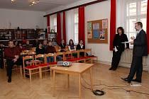 Panelová diskuze na téma začleňování sociálně znevýhodněných lidí na trh práce se konala v Horšovském Týně.