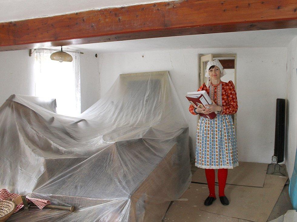 Stavení se nachází na návsi a teď v něm pracují řemeslníci a restaurátoři. O dům se stará obec a místní dobrovolníci.