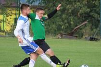 Milan Obdržálek (v zeleném) v podzimním utkání Meclova proti Baníku Stříbro.