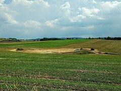 NOVÁ VODNÍ PLOCHA vyrostla ve svahu před městysem Koloveč nedaleko silnice ve směru od Kanic.