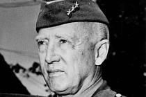 GENERÁL PATTON se zúčastnil v červnu 1945 polní mše na Brůdku u Všerub.