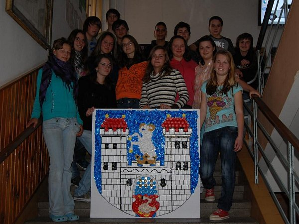 Znak města Poběžovice vyrobený zodpadového materiálu uspěl vcelostátní soutěži.