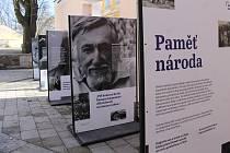 Panelová výstava představuje vzpomínky a osudy lidí, které ovlivnila železná opona.