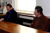 Jaroslava Steinera (vpravo) hájil u soudu obhájce ex offo JUDr. František Grznár.