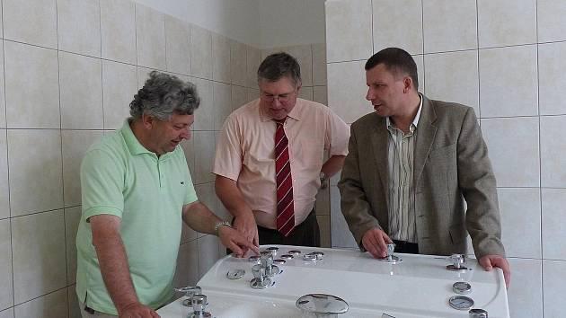 Zdravotnické středisko v Holýšově má novou rehabilitaci. Vodoléčbě vévodí prostorná vana určená pro masáže celého těla.