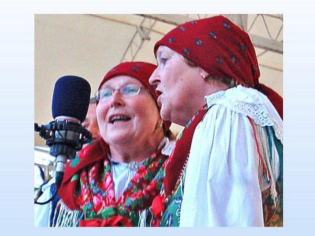 Na klenečském Vánočním koncertu vystoupí kromě Národopisného souboru Postřekov, mužského sboru Haltravan i sestry Jana Hojdová a Marie Freiová