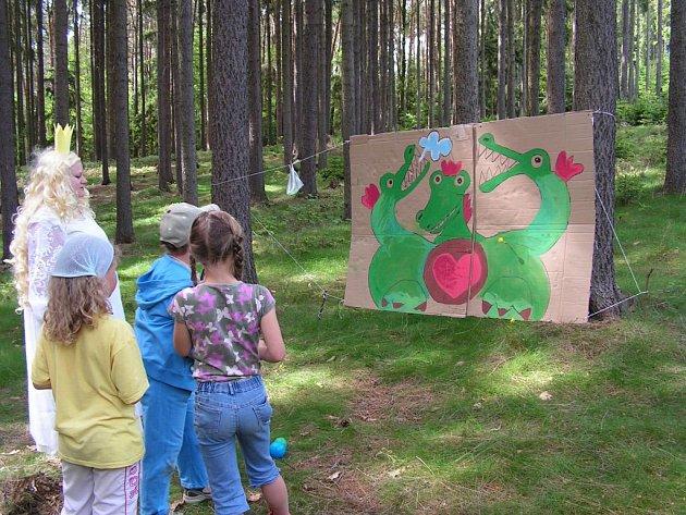 V pohádkovém lese musely děti čelit i drakovi.
