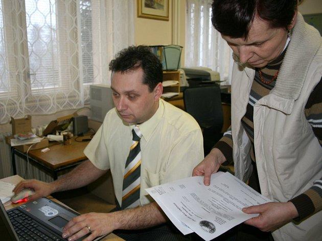 Ředitel školy Vladimír Foist se zástupkyní Miroslavou Šebestovou.