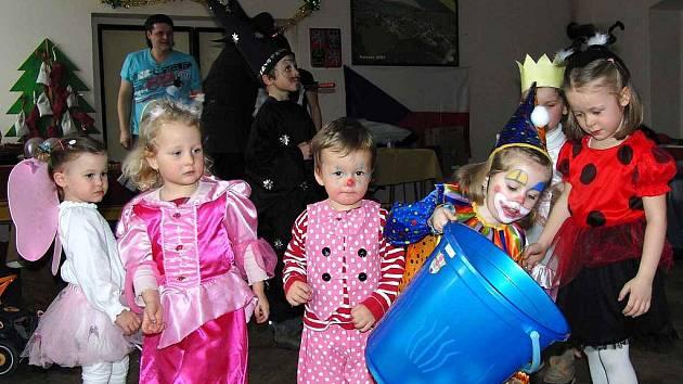 Děti měly karneval v sálku hostince U Berana v Pařezově.
