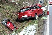 Nehoda, při které u Lískové nabouralo auto do stromu