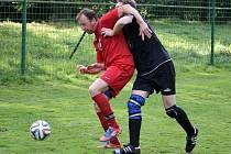 K výhře Sokola Osvračín B nad sousední Hlohovou přispěl dvěma góly a asistencí do útoku povolaný brankář A – mužstva Martin Řezníček, který občas čelil různých chvatům.