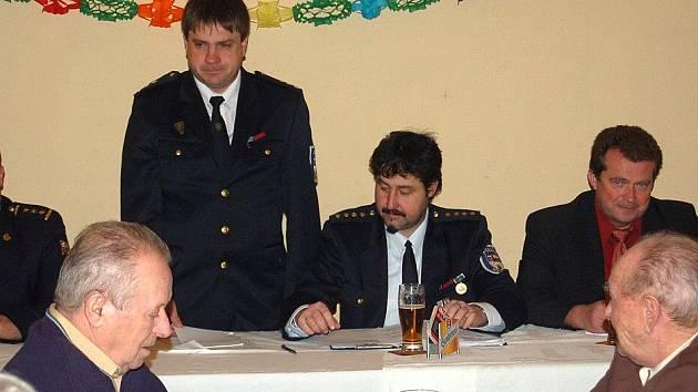 Výroční schůze dobrovolných hasičů v Hostouni.