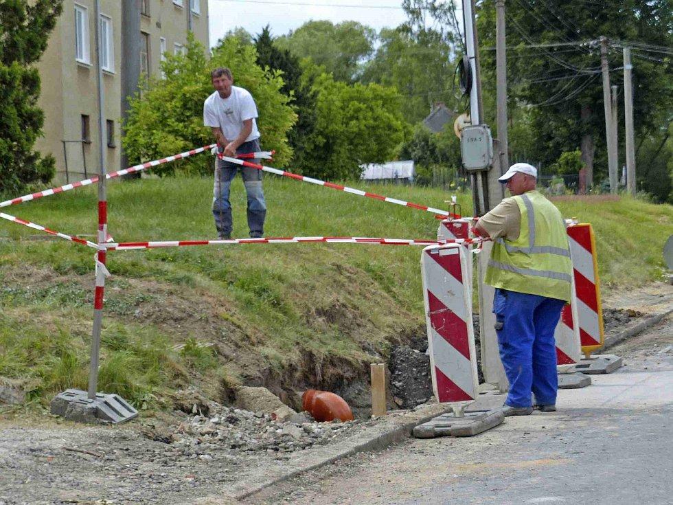 V Srbech se opravuje i kanalizace, která byla v havarijním stavu.