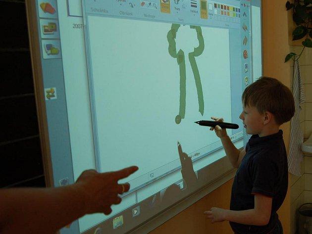 Interaktivní tabule v domažlické základní škole.