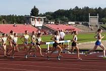 Běh na 1500 metrů překážek s domažlickou Štěpánkou Märzovou na českém šampionátu žactva v Třinci.