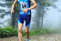 Domažlický běžec Jiří Voják běží na Lysou horu při Adrenalin Cupu 2010.