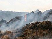 Sobotní požár stohu slámy byl dle vyšetřovatelů založen úmyslným způsobem.