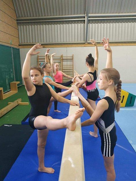 Kvalitní trénink předchází úspěchům mladých domažlických sportovních gymnastek na všech závodech.