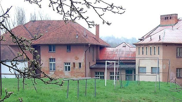 Objekt bývalé Základní školy ve Vrc hlického ulici v H. Týně navštívili zloději.