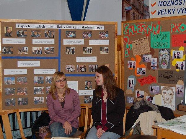 Gymnázium prezentovalo své úspěchy. Na prezentaci nechybělo ani domažlické gymnázium. Budoucí studenti se zde mohli dozvědět, jaké aktivity gymnazisté během roku podnikají.