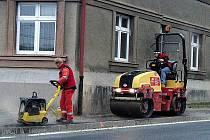 Z investiční akce Čistá Berounka a prací s ní spojených. Křižovatka Prokopa Velikého-Baldovská ulice.
