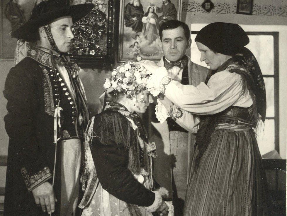 Historické snímky chodských svateb.