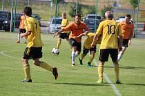 Dynamo Horšovský Týn (v oranžovém) v posledním utkání sezony okresní II. třídy Sokolu Blížejov vyprášilo kožich 13:0.