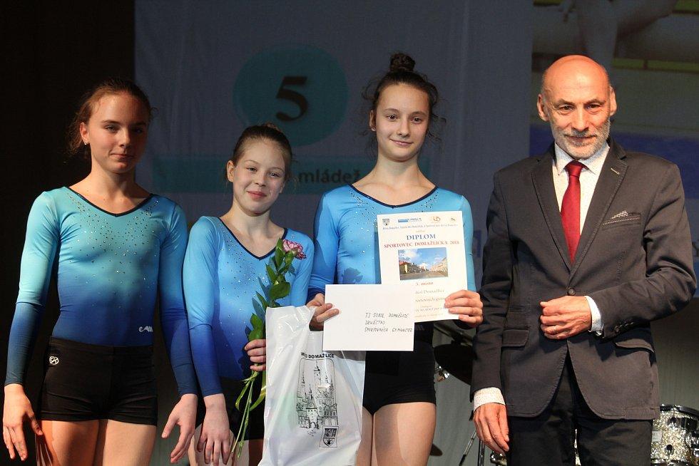 Mládež do 18 let - kolektivy: páté sportovní gymnastky SG Sokol Domažlice.