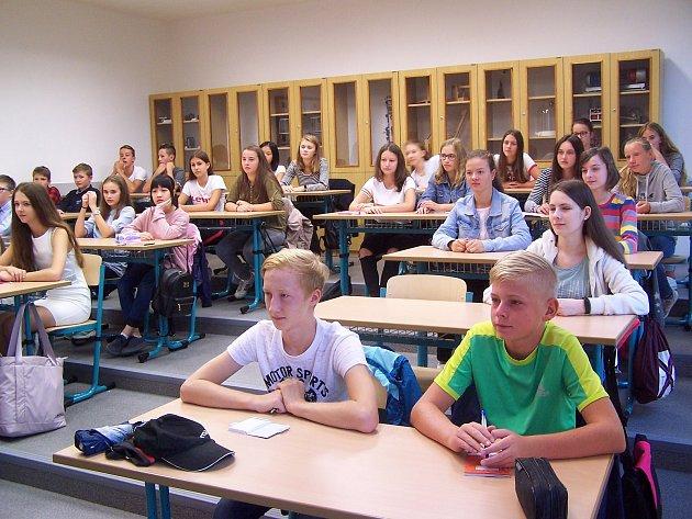Do nové učebny fyziky zasedli první gymnazisté hned vpondělí 3.září.